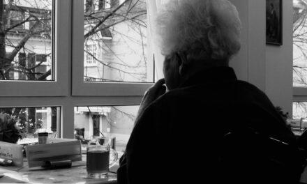 El pueblo tras la ventana